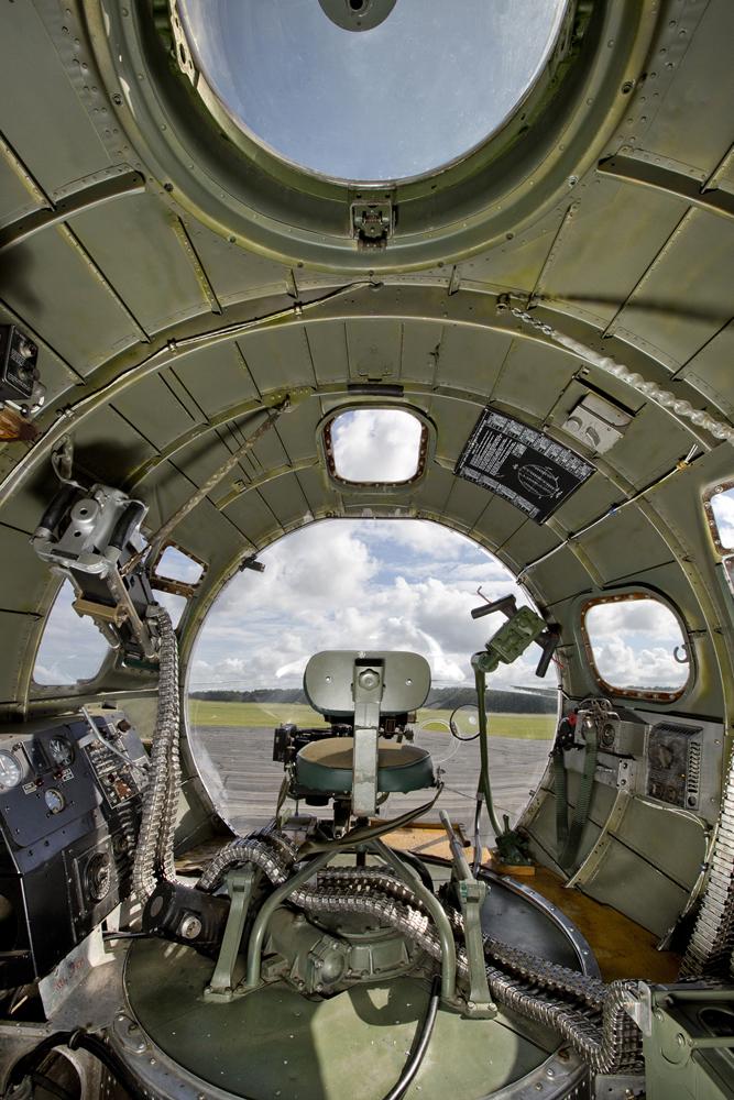 IMAGE: http://markfingar.com/photogallery/Aircraft/B17G/lr/B17G_c_SJ__16.JPG