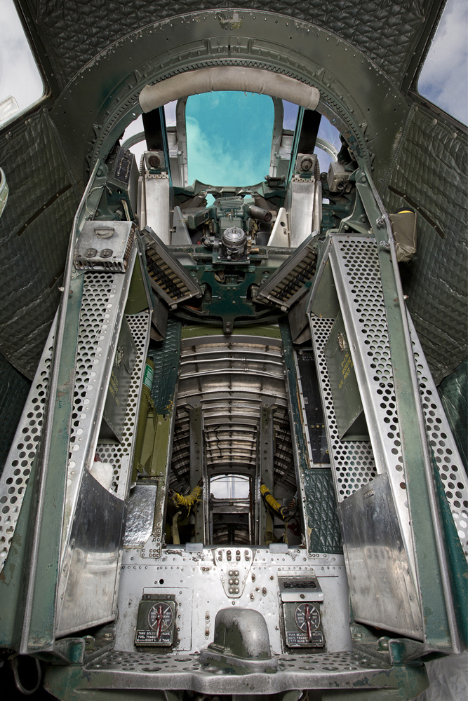 IMAGE: http://markfingar.com/photogallery/Aircraft/B17G/lr/B17G_g_SJ__14.JPG