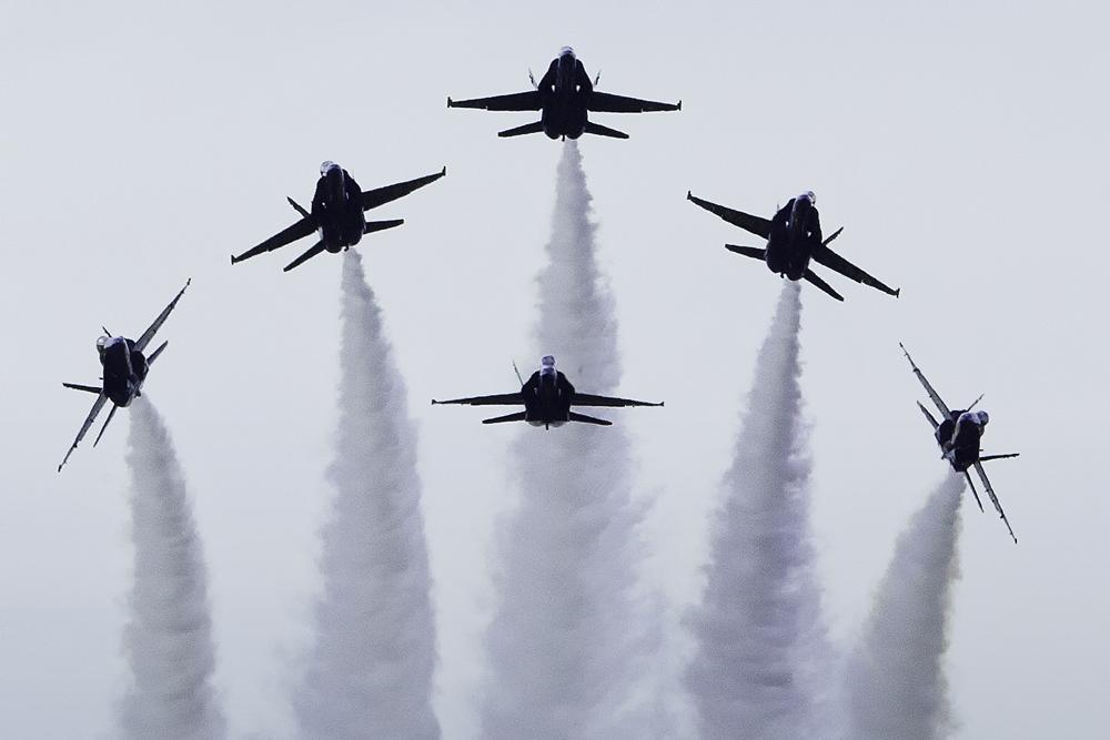 IMAGE: http://markfingar.com/photogallery/Aircraft/BlueAngels_Silhouette.jpg