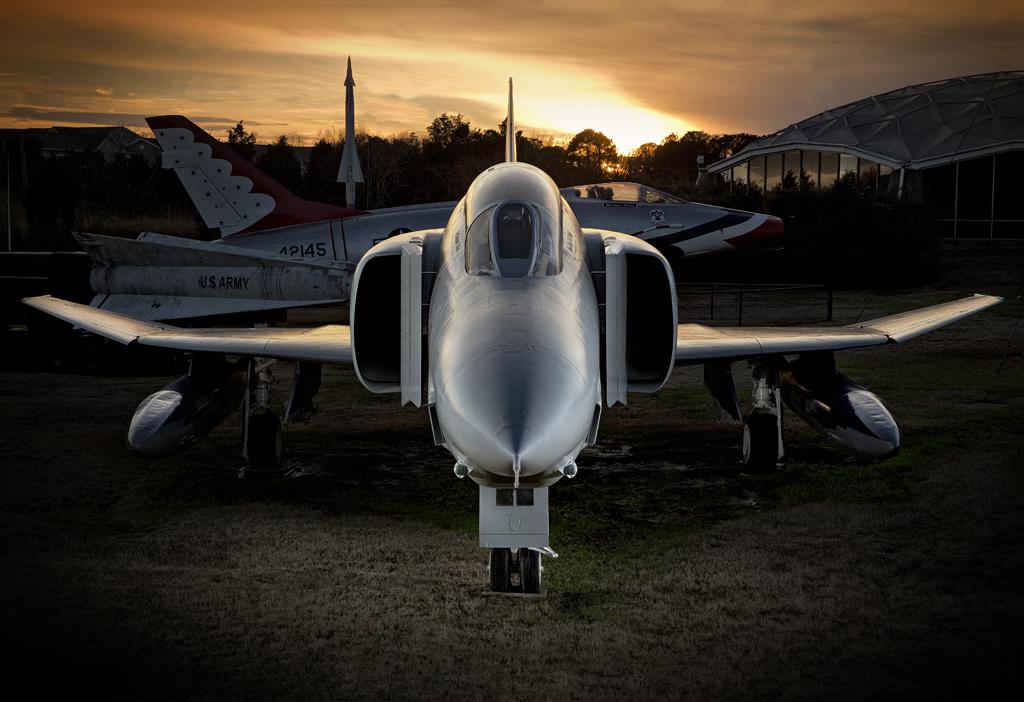 IMAGE: http://markfingar.com/photogallery/Aircraft/F4WW_sunset.jpg