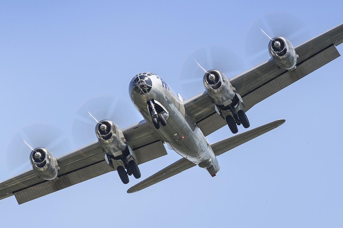 IMAGE: http://markfingar.com/photogallery/Aircraft/FIFI/FIFI-5.jpg