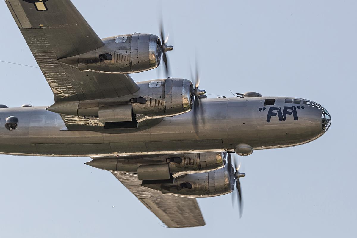 IMAGE: http://markfingar.com/photogallery/Aircraft/FIFI/FiFi_1.jpg