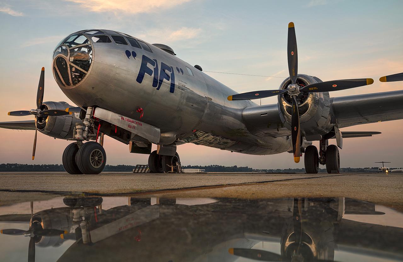 IMAGE: http://markfingar.com/photogallery/Aircraft/FIFI/FiFi_33.jpg