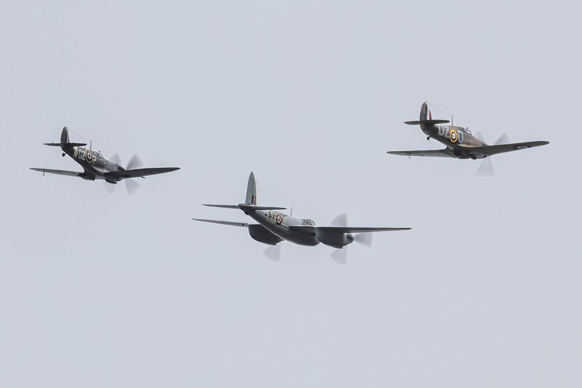 IMAGE: http://markfingar.com/photogallery/Aircraft/MAM_2017/formation-4.jpg