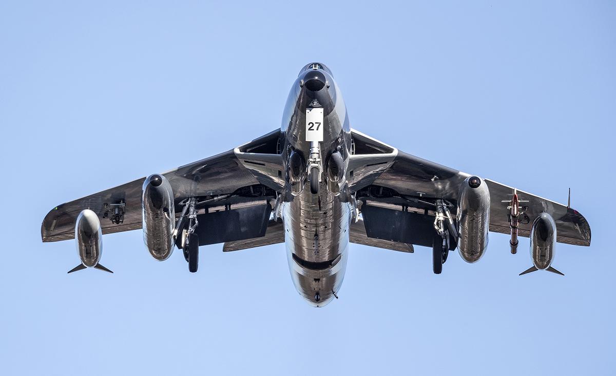 IMAGE: http://markfingar.com/photogallery/Aircraft/PHF12116/PHF_12116_2.jpg
