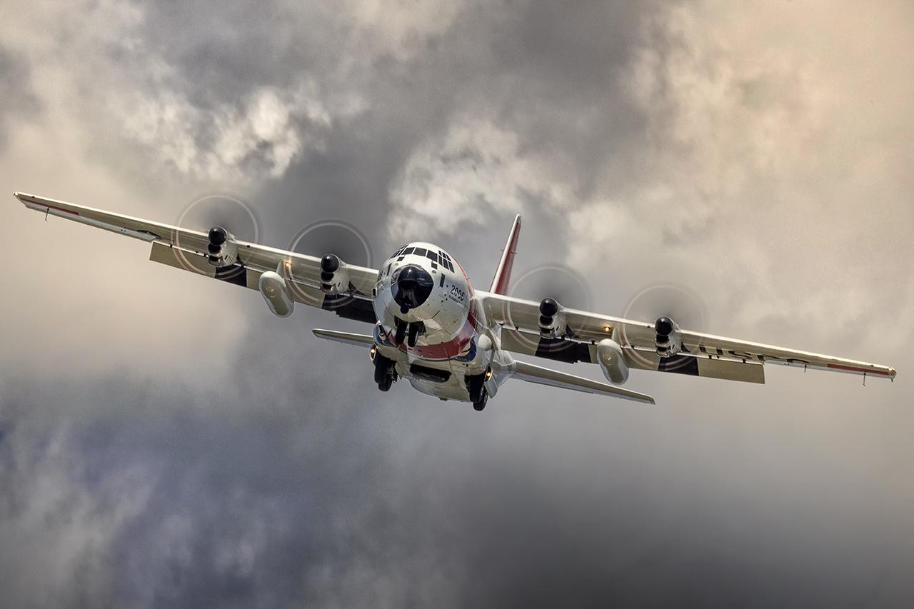 IMAGE: http://markfingar.com/photogallery/Aircraft/PHF12116/PHF_62617_6.jpg